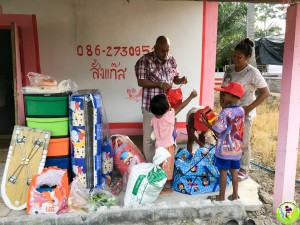 Donation to Family in Khanom May 2018-16
