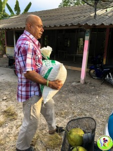 Donation to Family in Khanom May 2018-3