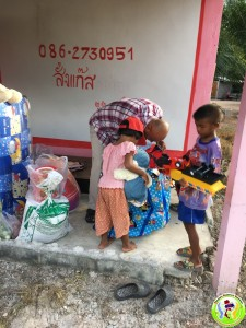 Donation to Family in Khanom May 2018-4