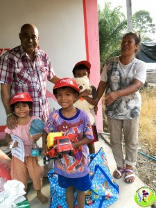 Donation to Family in Khanom May 2018-8